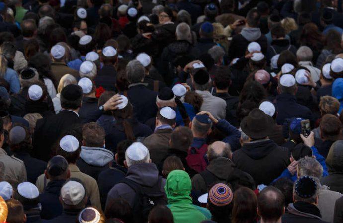Embajador de Estados Unidos insta a los judíos en Alemania a usar Kipá y no ocultar su identidad
