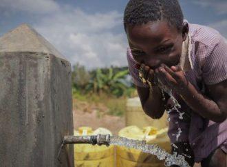 ¡Israel lleva agua pura a un millón de africanos!