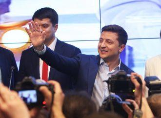El actor judío que juró como presidente de Ucrania dice que la nación debe defender la tierra como los israelíes