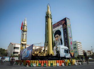 """Irán está """"a seis meses de desarrollar una bomba atómica"""""""