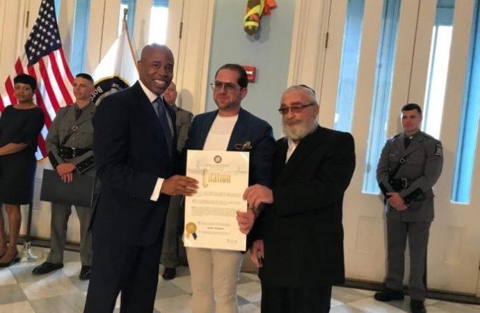Kiddush Hashem: Honraron a un judío que salvó a un hombre a punto de suicidarse