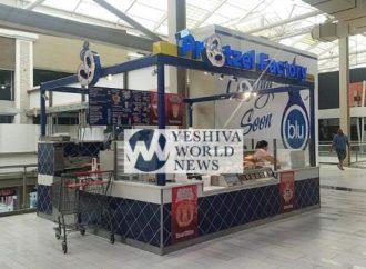 Stand de pretzel en el centro comercial Palisades con Hashgajá vencida vendiendo Treif