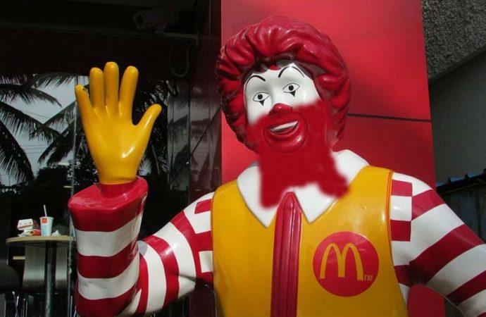 Un jasid demanda a McDonald's por exigir que se afeite la barba