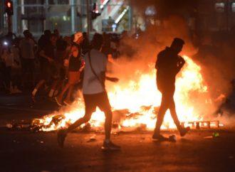 Al menos 47 oficiales heridos y 19 arrestados en día de violentas protestas