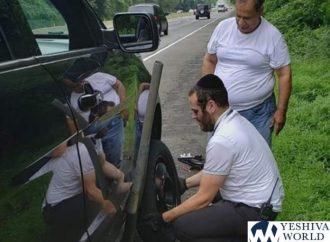 La foto de un hombre jasídico cambiando un neumático en Catskills se vuelve viral