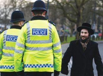 <strong>Antisemitismo en Londres.</strong> Un hombre empuñando cuchillos persigue a judío y lo amenaza con cortarle la cabeza