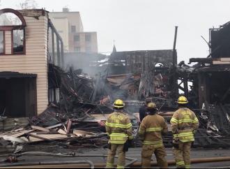 """Hombre sin hogar acusado oficialmente de delito grave de """"incendios negligentes"""""""