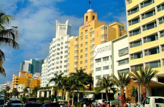 Judíos amenazados después de abandonar la sinagoga en Florida