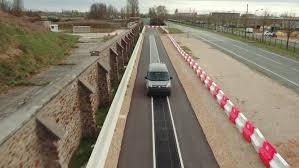 <strong>Avance tecnológico.</strong> Carreteras eléctricas podrían ser la ruta hacia un futuro sin conductor