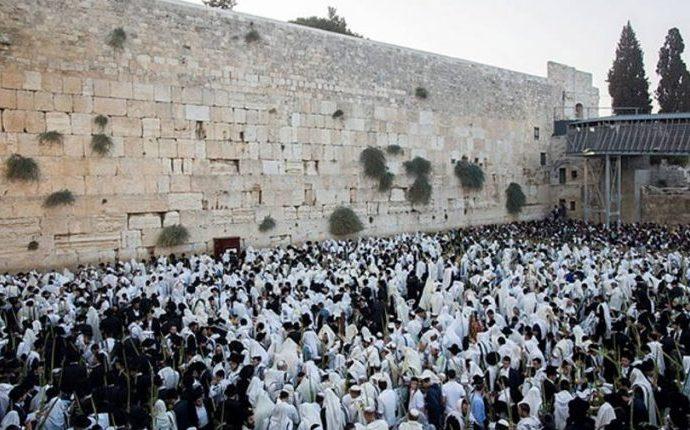 Principales rabinos piden protección para el Muro Occidental