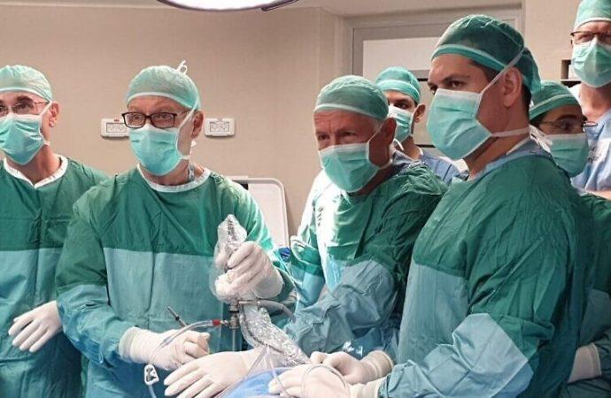 """Israel realiza el primer trasplante exitoso de """"menisco artificial"""" del mundo"""