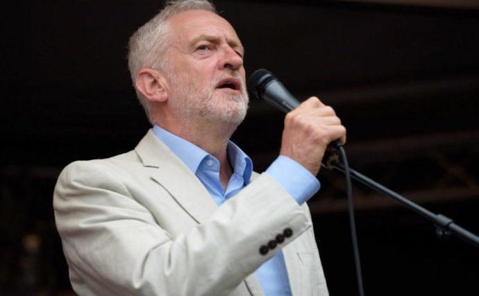 Corbyn se niega SEIS VECES a disculparse con los judíos en una entrevista de la BBC