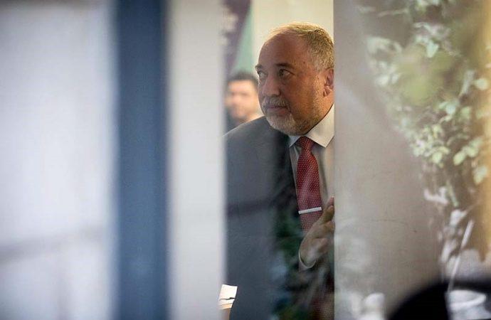 Lieberman: Firmaremos para que Gantz y Netanyahu formen una coalición