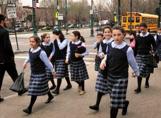 3 adolescentes arrojan piedras al autobús lleno de estudiantes de primaria judíos en Brooklyn