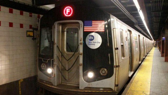 """Tres matones negros acosan a una niña judía en el metro de Manhattan: """"Ustedes votan por Trump"""""""