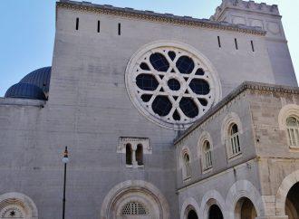 <strong>Registrado en video.</strong> La policía italiana arresta al sospechoso de vandalismo de sinagoga