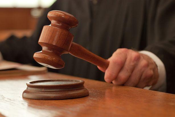 El juez Herzliya se pone del lado del acusado que recibió la multa de estacionamiento en Shabat