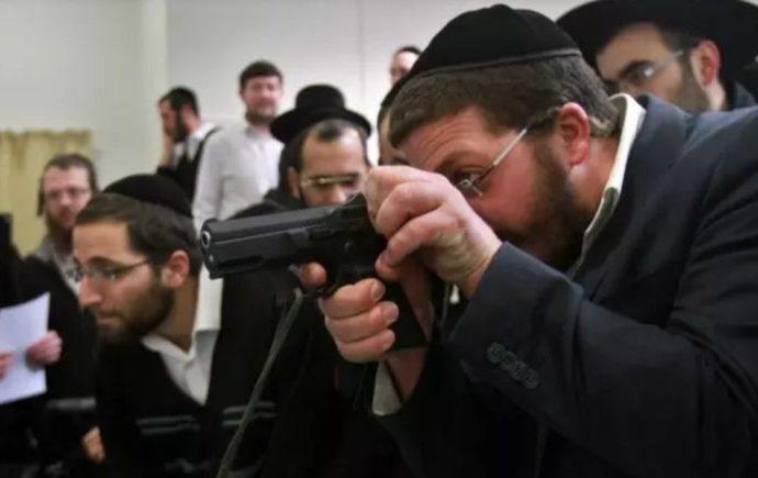 Hagaón HaRav Chaim Kanievsky dice que los estadounidenses pueden llevar armas al Shul