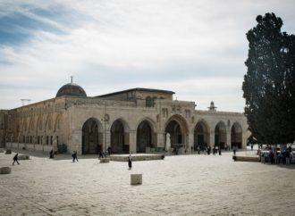 Diario AP critica a Hamas por no cerrar mezquitas, critica a Israel por cerrar Al-Aqsa