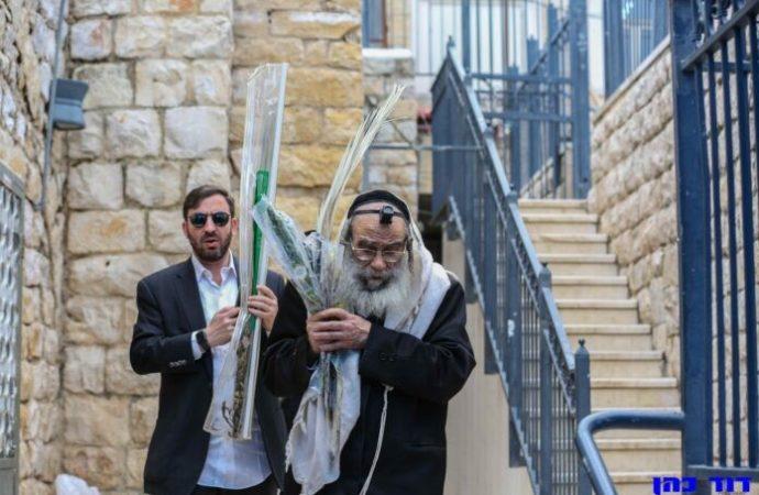 Harav Gross y Harav Gamliel Rabinowitz rezan una plegaria para eliminar la pandemia