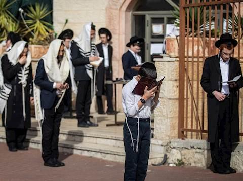 Gobierno israelí considera imponer cierre a ciudades de hareidim