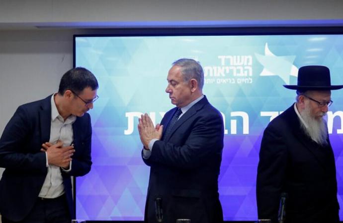"""El consejo de Netanyahu de adoptar """"Namaste"""" – el estilo indio de saludo de manos libres para evitar COVID-19 se vuelve viral"""