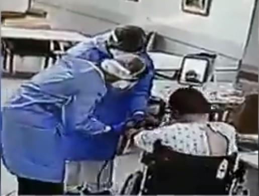 Video de enfermeras árabes que ponen tefilín a paciente hareidi se vuelve viral