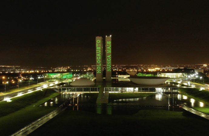 """""""Nunca más"""" proyectado en los edificios del congreso nacional de Brasil para conmemorar el Día del Recuerdo del Holocausto"""