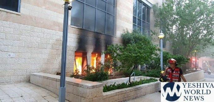 Incendio masivo en el Ayuntamiento de Jerusalem por lanzamiento de cócteles molotov