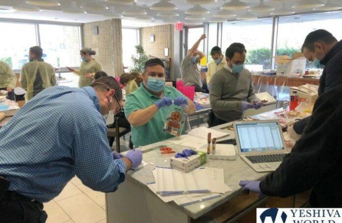 Miles de judíos ortodoxos hacen fila para hacerse la prueba de plasma en Flatbush, Boro Park, Baltimore