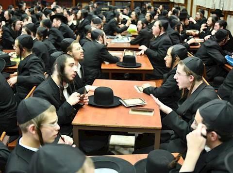 Yeshivot y Jadarim permanecerán cerrados a pesar de la reversión del gobierno