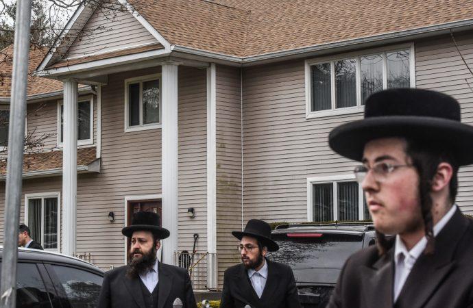 La legislatura del estado de Nueva York aprueba la legislación sobre delitos de odio que honra a la víctima de apuñalamiento de Monsey
