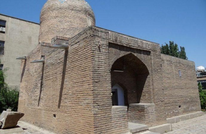 Incendian la tumba histórica de la reina Esther y Mordejai en Hamedan