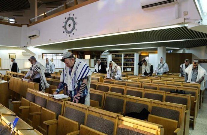 Aprueban la apertura de Shuls con separaciones de asientos vacíos