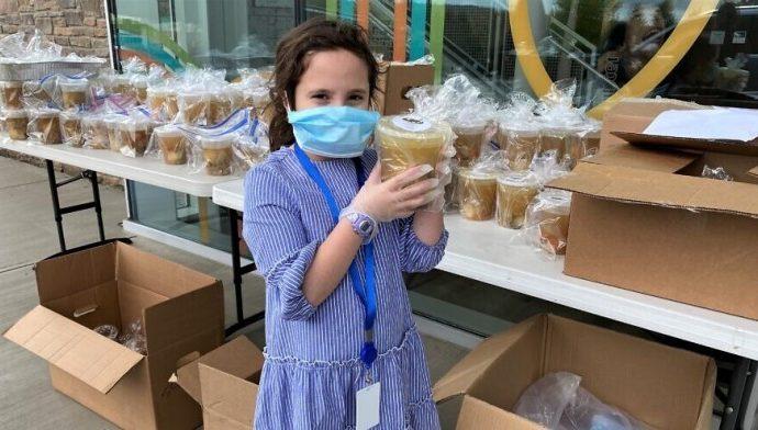 Paquetes de comida kosher distribuidos para Shabat en Nueva Jersey