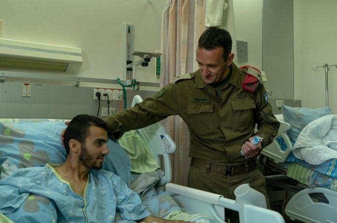 Soldado de las FDI que perdió pierna en ataque terrorista liberado de la UCI