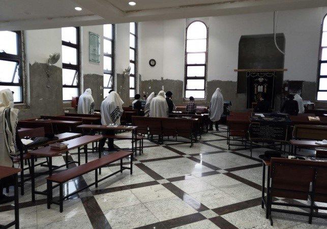 El Ministerio de Salud de Israel permite hasta 70 personas en la sinagoga o 100 en dos habitaciones