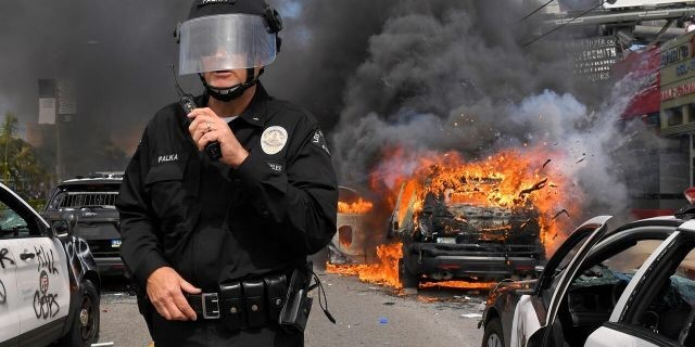 Comunidad judía de Los Angeles atacada por matones violentos