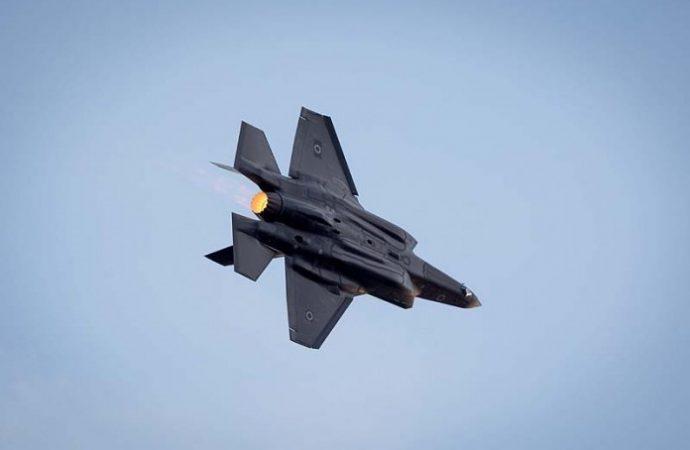 Israel intensifica la campaña de ataques aéreos contra los principales activos sirios e iraníes