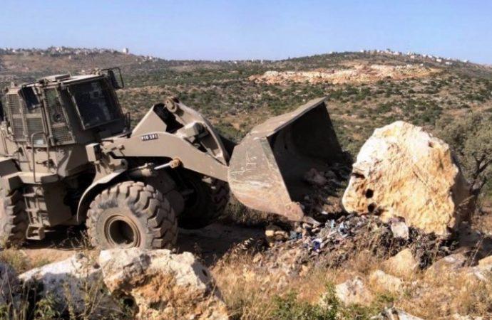 Las FDI confiscan camiones árabes y equipos involucrados en la construcción ilegal