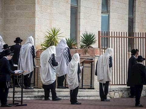 Israel establece nuevas restricciones: Hasta 50 personas en Minianim, 100 en bodas en interiores