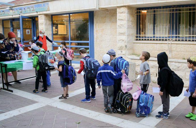 Las escuelas de Israel abrirán a tiempo incluso con el aumento de los casos de coronavirus