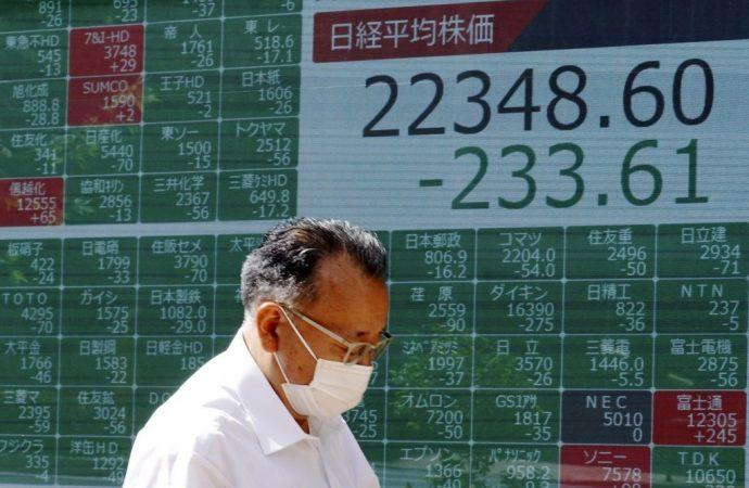 Las acciones mundiales bajan a medida que aumenta el número de casos de virus
