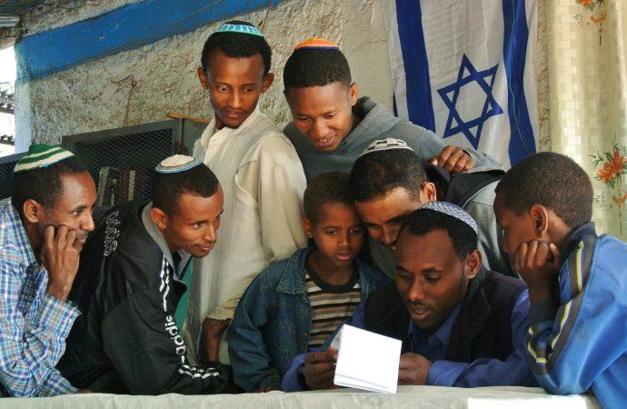 Los inmigrantes llegan a Israel desde Etiopía a pesar de la pandemia