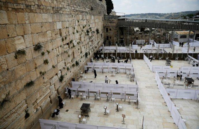 El rabino jefe de Israel dice que los pacientes con coronavirus no pueden ayunar en Tishá B'Av