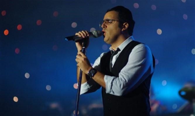 Yaakov Shwekey interpreta una canción en honor al presidente Trump