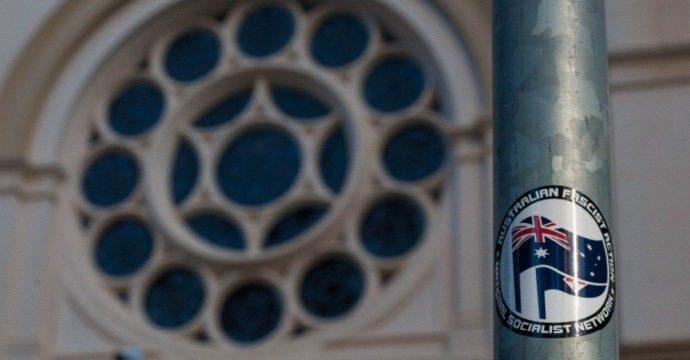 Grupo neonazi condenado por amenazar a la sinagoga australiana en una publicación de redes sociales