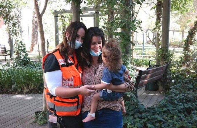 Víctima de ahogamiento de 2 años se reúne con rescatistas