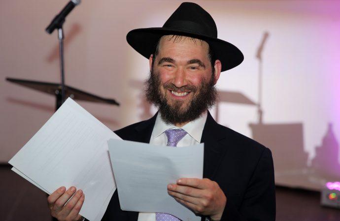Este rabino pasó 4 meses en un ventilador y soportó 4 pulmones colapsados por COVID-19