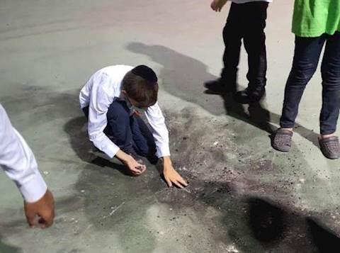 Dispositivo incendiario explota junto a los niños hareidim